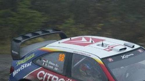 Sebastian Loeb s citroënem při shakedownu Britské rallye.
