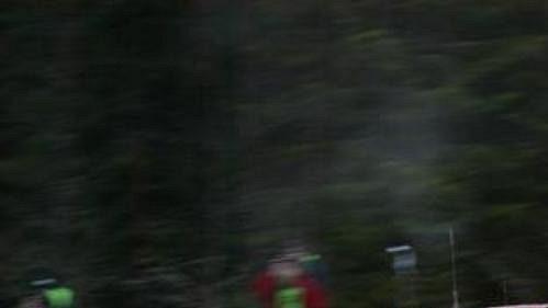 Fin Marcus Grönholm s peugeotem při první etapě Švédské rallye.