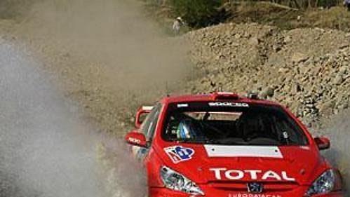 Fin Harri Rovanperä s peugeotem na trati čtvrtečního shakedownu Mexické rallye.