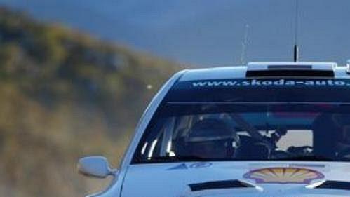 Němec Armin Schwarz s vozem Škoda Fabia WRC na trati druhé rychlostní zkoušky Ralye Monte Carlo 2005.