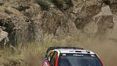 Španěl Carlos Sainz s citroënem na trati první etapy Mexické rallye.