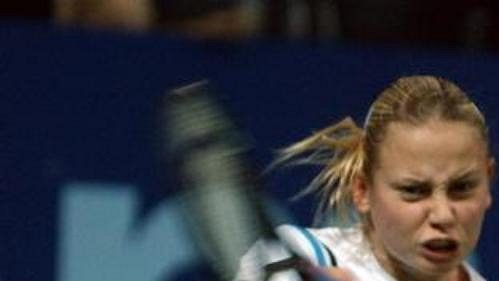 Jelena Dokičová v souboji s novou světovou jedničkou Belgičankou Justine Heninovou-Hardenneovou.
