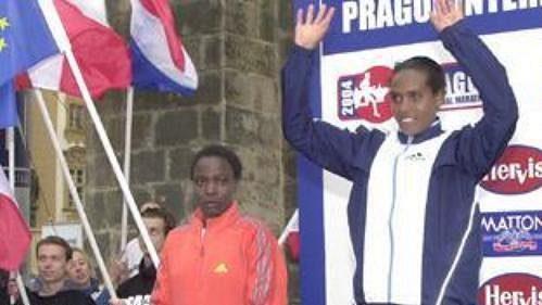 Nejrychlejší ženy na stupni vítězů Pražského mezinárodního maratonu.