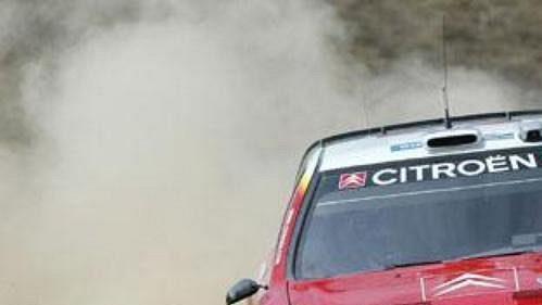 Sebastien Loeb s vozem Citroën Xsara WRC na trati Rallye Mexiko.