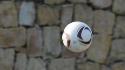 Také Tomáš Pekhart byl navzdory převleku v zápase vidět.