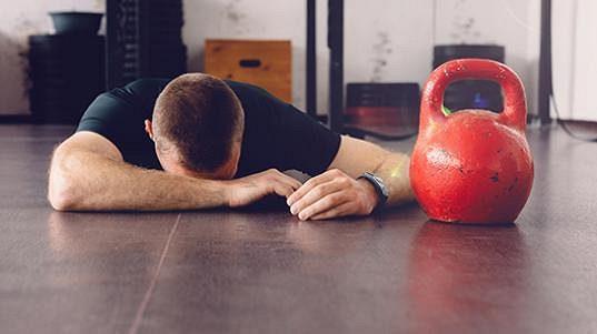 Pokles hladiny testosteronu má negativní dopad na psychickou a fyzickou kondici muže.