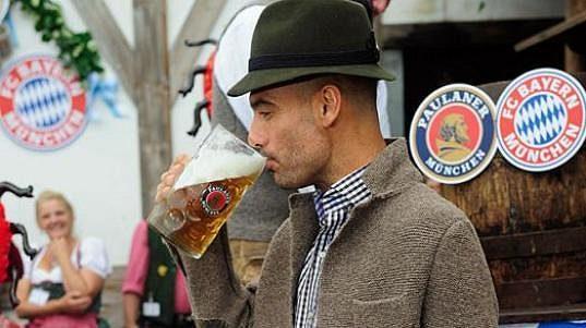 Josep Guardiola během pivních slavností Oktoberfest.
