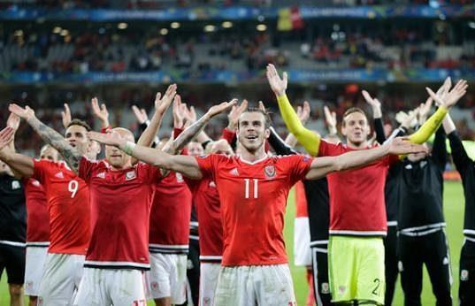 Velšané oslavují postup do semifinále EURA.