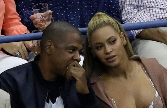 Návštěva z hudebního světa: Jay Z a Beyonce sledovali utkání mezi Američankami Serenou Williamsovou a Vaniou Kingovou na US Open.