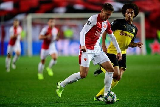 Lukáš Masopust ze Slavie a Axel Witsel z Dortmundu v akci během utkání Ligy mistrů.