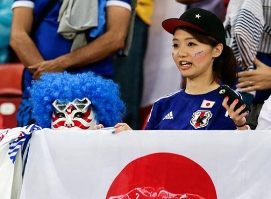 I tahle Japonka po sobě sbírá odpadky.