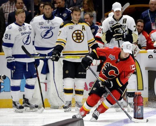 Útočník Calgary Johnny Gaudreau (13) při dovednostních soutěžích NHL v Nashvillu.