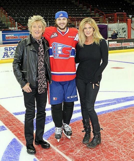 Liam Stewart ještě v dresu Spokane s rodiči.