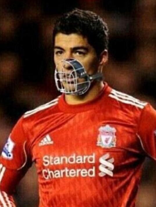 Suárez by měl do zápasů nastupovat už jen s náhubkem, aby se předešlo dalším skandálům.