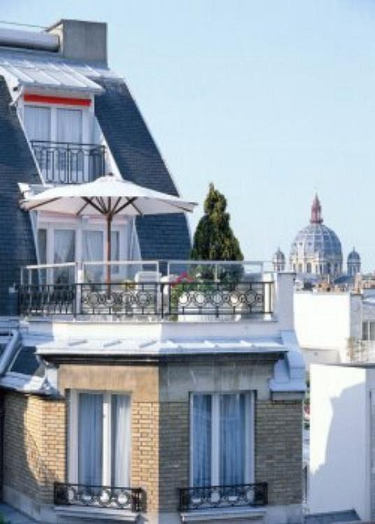 Z apartmá je nádherný výhled na celou Paříž.