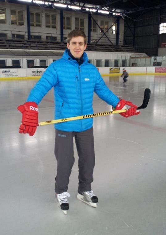 Roman Bernat opět v hokejové náladě.
