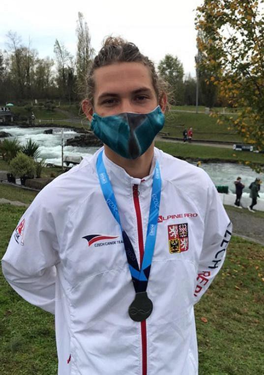 Český kajakář Tomáš Zima získal stříbrnou medaili za druhé místo ve finále Světového poháru ve vodním slalomu.