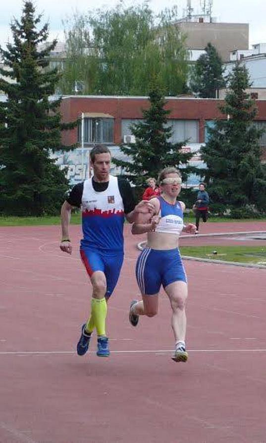 Mirka Sedláčková a Michal Procházka na trati.