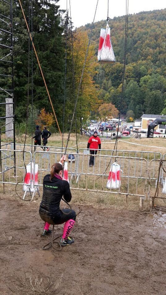 Tahání pytlů na laně. Muži 40 kilo, ženy polovinu.