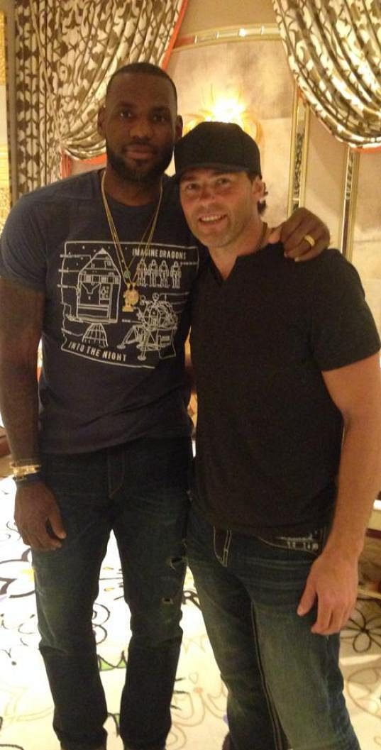 Jaromír Jágr s hvězdou basketbalové NBA LeBronem Jamesem.