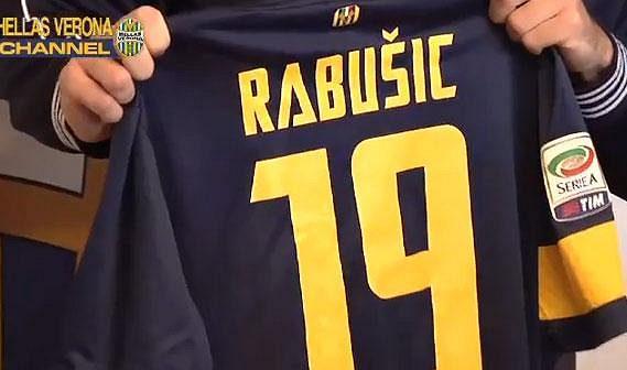 Devatenáctka nosila Rabušicovi štěstí v Liberci, proto po ní sáhl i ve Veroně.