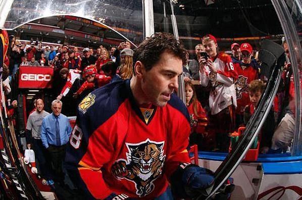 Jágr nastupuje na led před utkáním s Buffalem.