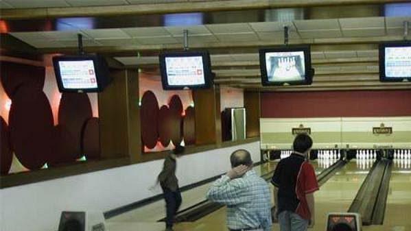 Hokejisté české reprezentace mohou v hotelu Corinthia Towers využít i čtyři bowlingové dráhy