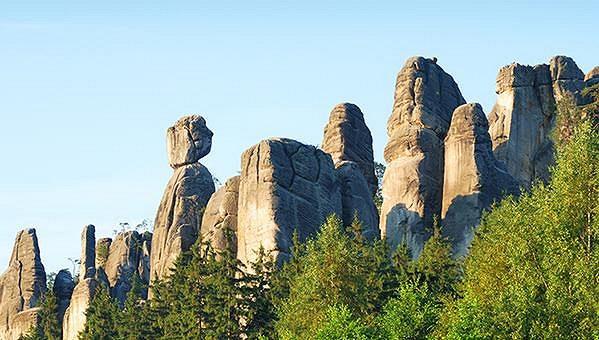 V Teplických skalách jsou stále skalní věže, na jejichž vrchol nikdo ještě nevylezl.