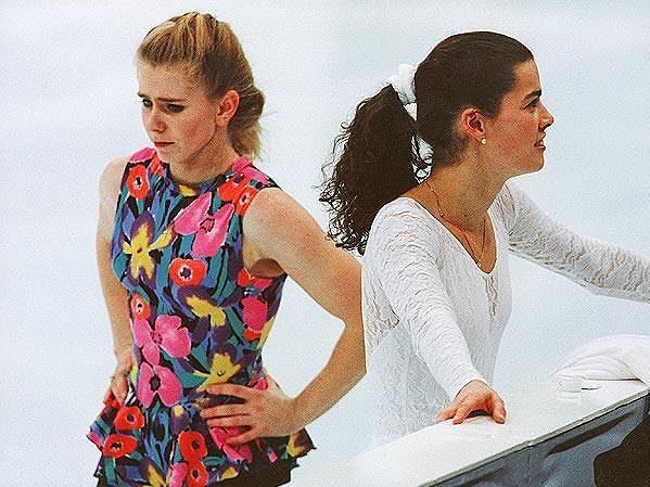 Tonya Hardingová (vlevo) a její velká soupeřka Nancy Karriganová.