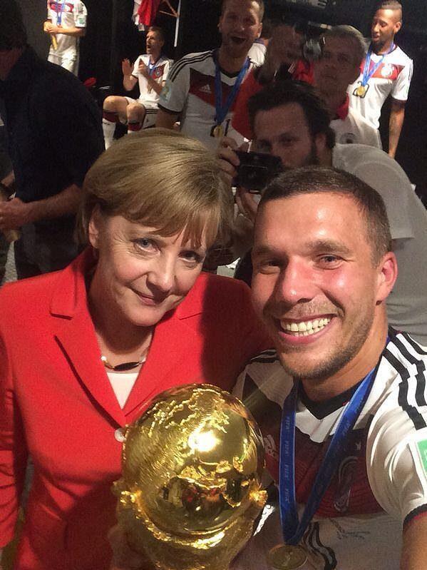 Angela Merkelová a Lukas Podolski.