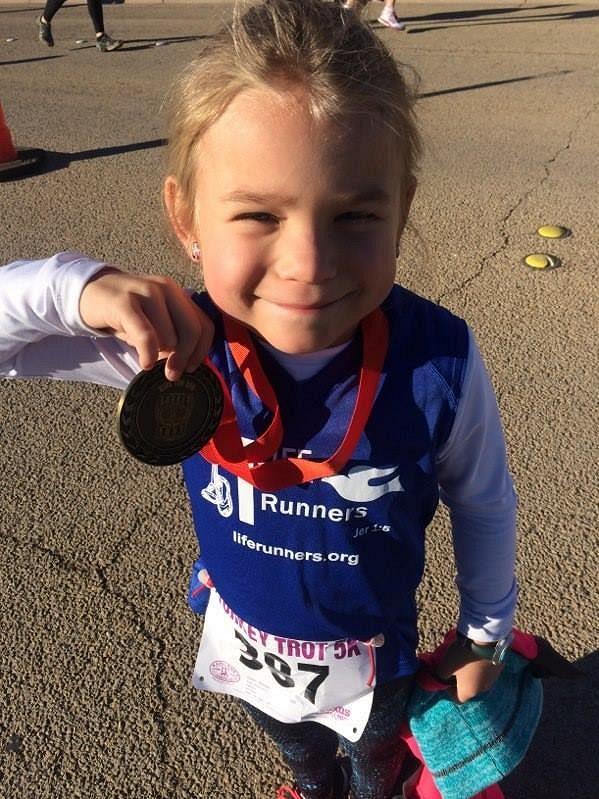 Tato medaile nebyla pro malou Keelan ani první, ani poslední.