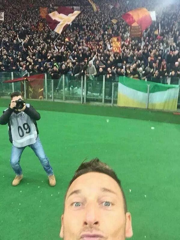 A tohle je výsledek Tottiho gólové oslavy.
