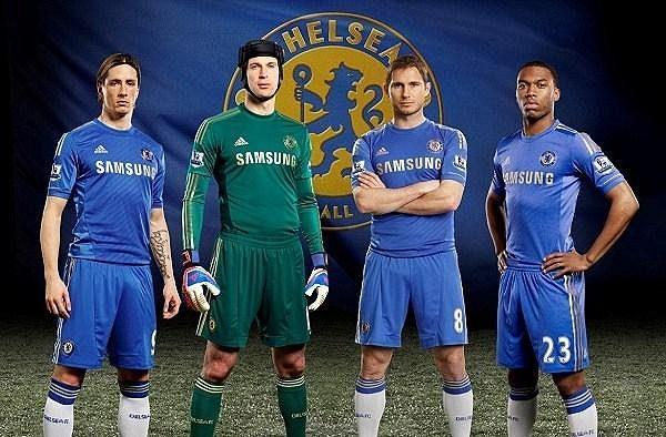 Fernando Torres, Petr Čech, Frank Lampard a Daniel Sturridge předvádějí nové dresy Chelsea.