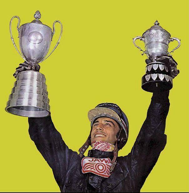 Král Květoslav Mašita se Světovou trofejí a Stříbrnou vázou.