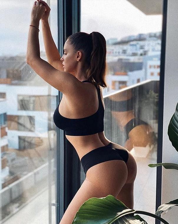 Slovesnká fitness modelka Lucia Javorčeková nemá o fanoušky nouzi.
