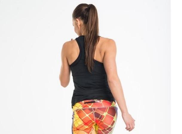 Funkční a sportovní top DB-90. Ideální spojení se sukní na běhání. Akce Efekt lupa Sportovní top DB-90 - Total black