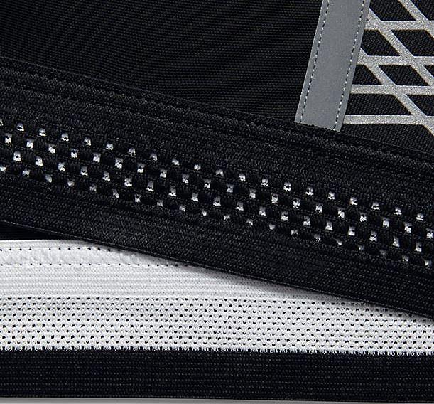 Podprsenka Nike Pro Fierce Reflective: Detail odvětrávání.
