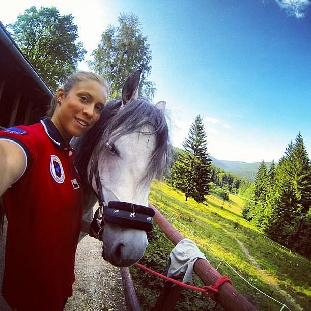Eva Samková si s koni rozumí.