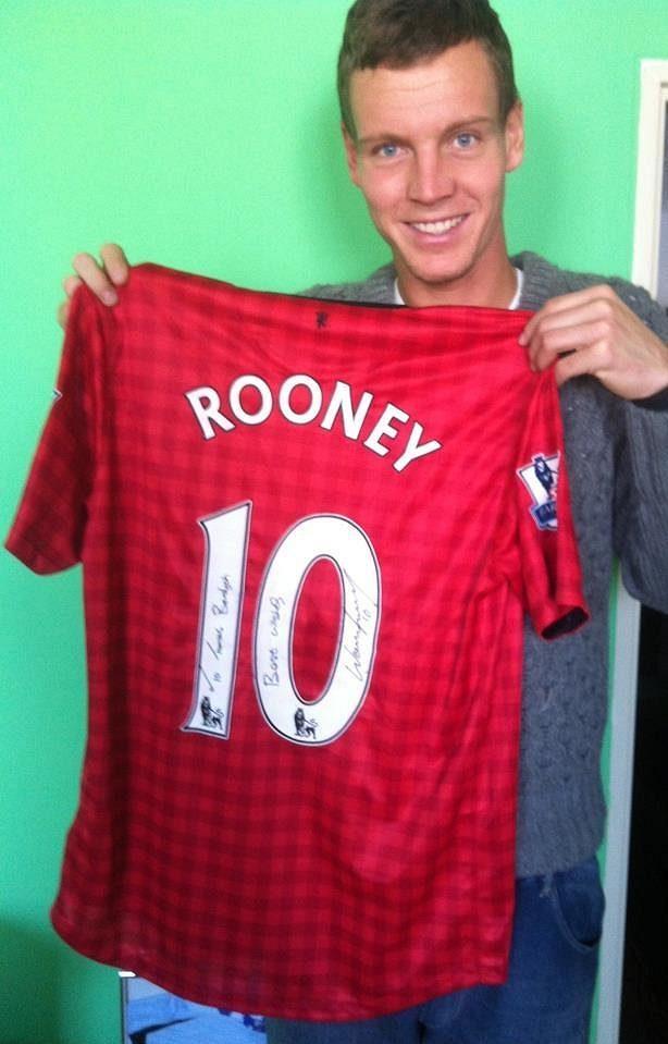 Tomáš Berdych dostal dres Manchesteru United s věnováním od útočníka Wayna Rooneyho.