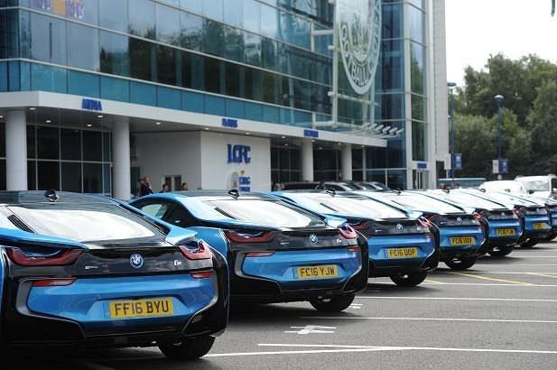 BMW i8 pro každého fotbalistu Leicesteru.