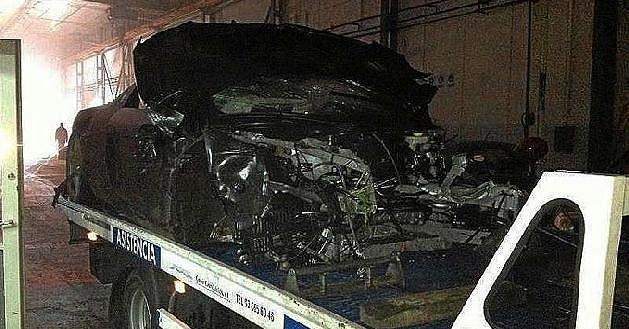Zbytky luxusního sportovního vozu Audi R8.