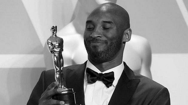 Kobe Bryant na archivním snímku z předávání filmových cen.