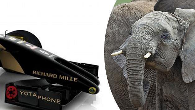 Lotus E22 s dvěma sloními kly.