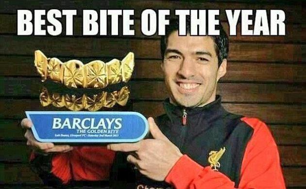 V této sezóně získal Suárez zlatou kopačku pro nejlepšího střelce anglické Premier league, nyní by měl dostat cenu i za nejlepší kousanec roku.