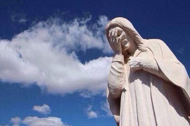 Brazilská potupa rozplakala i sochu Ježíže.