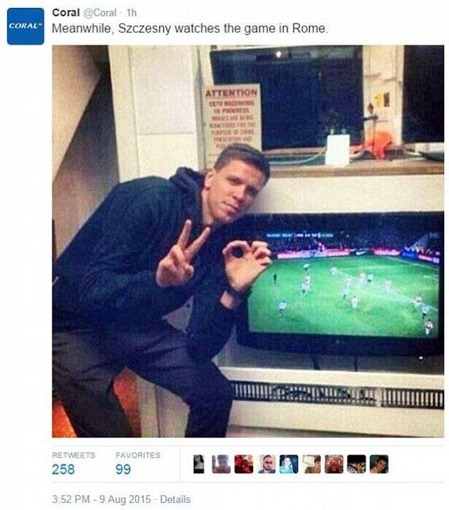 Wojciech Szczesny hostuje v AS Řím, ale sleduje dění v Arsenalu...