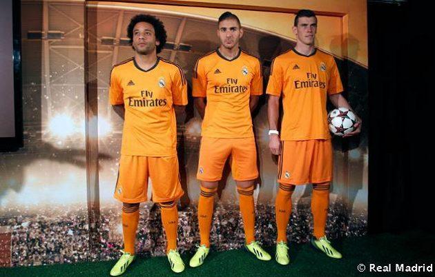 Nové dresy Realu Madrid pro letošní ročník Ligy mistrů. Zleva stojí Marcelo, Benzema a Bale.