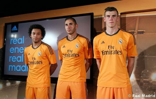 Real Madrid představil nové dresy pro letošní ročník Ligy mistrů. Zleva Marcelo, Benzema a Bale.