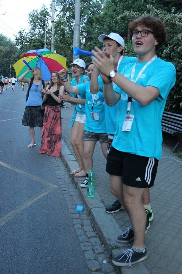 Velký deštník jako poznávací znamení našich fanoušků.