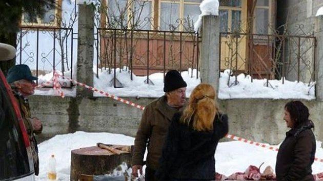 Je libo kotletku, či ramínko? Řezník na ulici v olympijském středisku Krasnaja Poljana.